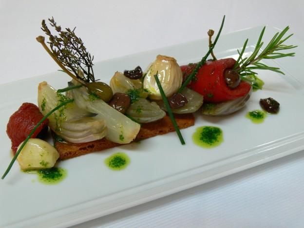 P1080195 Escalivade de légumes confits sur un sablé parmesan